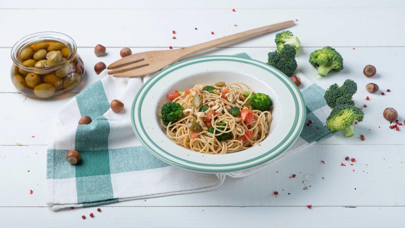 Σπαγγετίνη ολικής άλεσης με μπρόκολο και πράσινες ελιές_MISKO_1